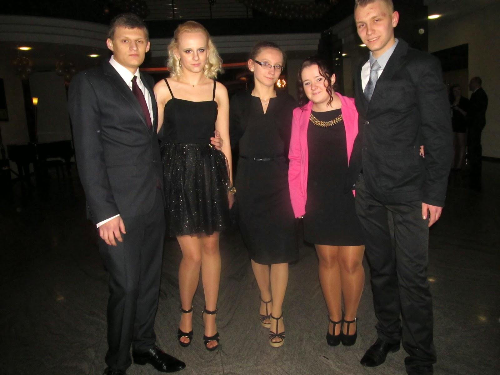 modna-sukienka-na-studniowke-1